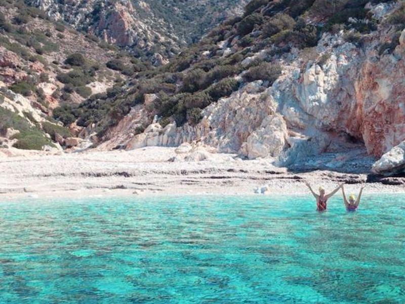 130116ff4119dcbabc4248a420e34bc82a2a865f 46247899c368295dab708b2d0652d479a8222aff swimming holidays greece milos ricky waving swimmers small